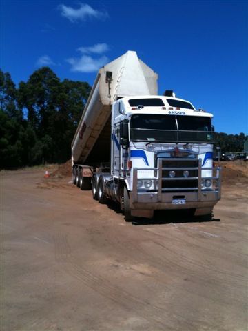 Prime Mover & 22 tonne end tipper